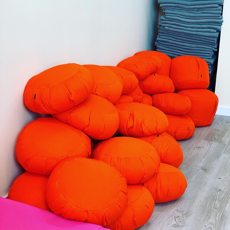 Poduszki do dyspozycji w sali My Meditation Space